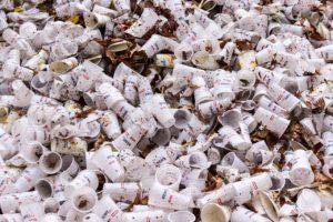 Le grandi multinazionali dietro l'inquinamento da plastica: il nuovo report di Greenpeace
